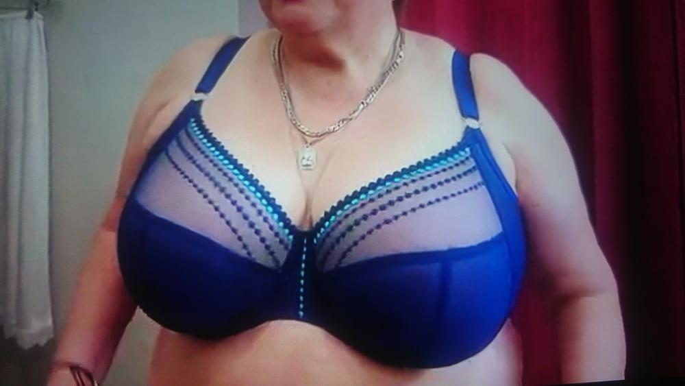 Big boobs bra pic-7280