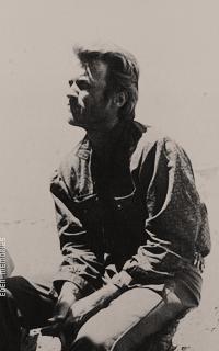 Clint Eastwood P5yQsGA8_o