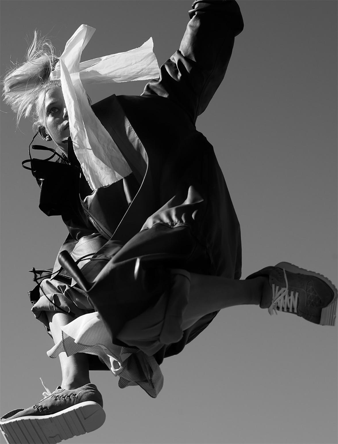 Gravity / Lina Kjaergaard by Viviane Sassen / POP Magazine spring/summer 2018