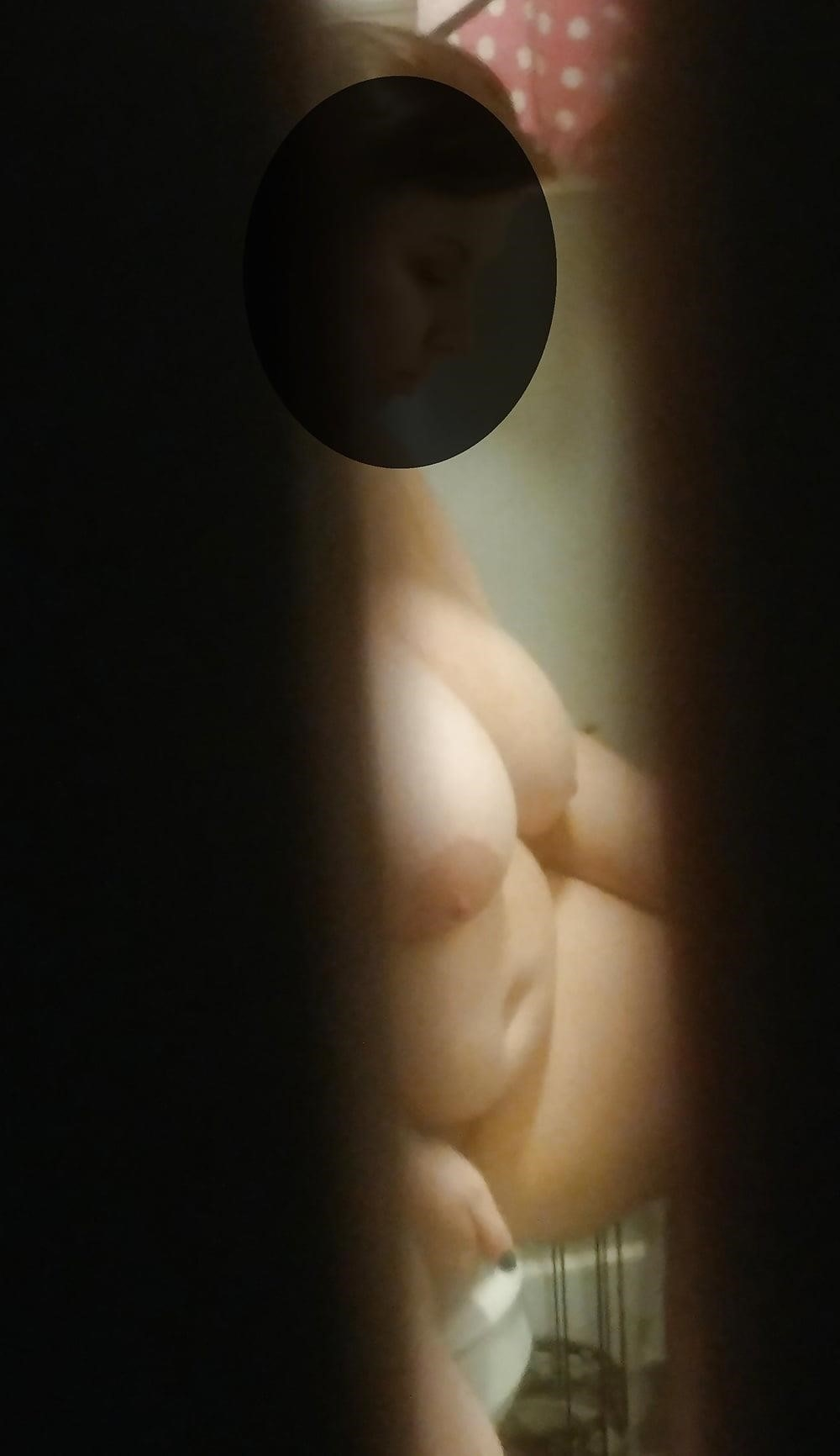 Naked wife in bathroom-1881