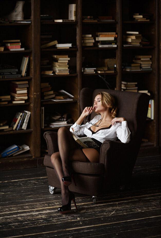 Екатерина Зуева в библиотеке / фото 04