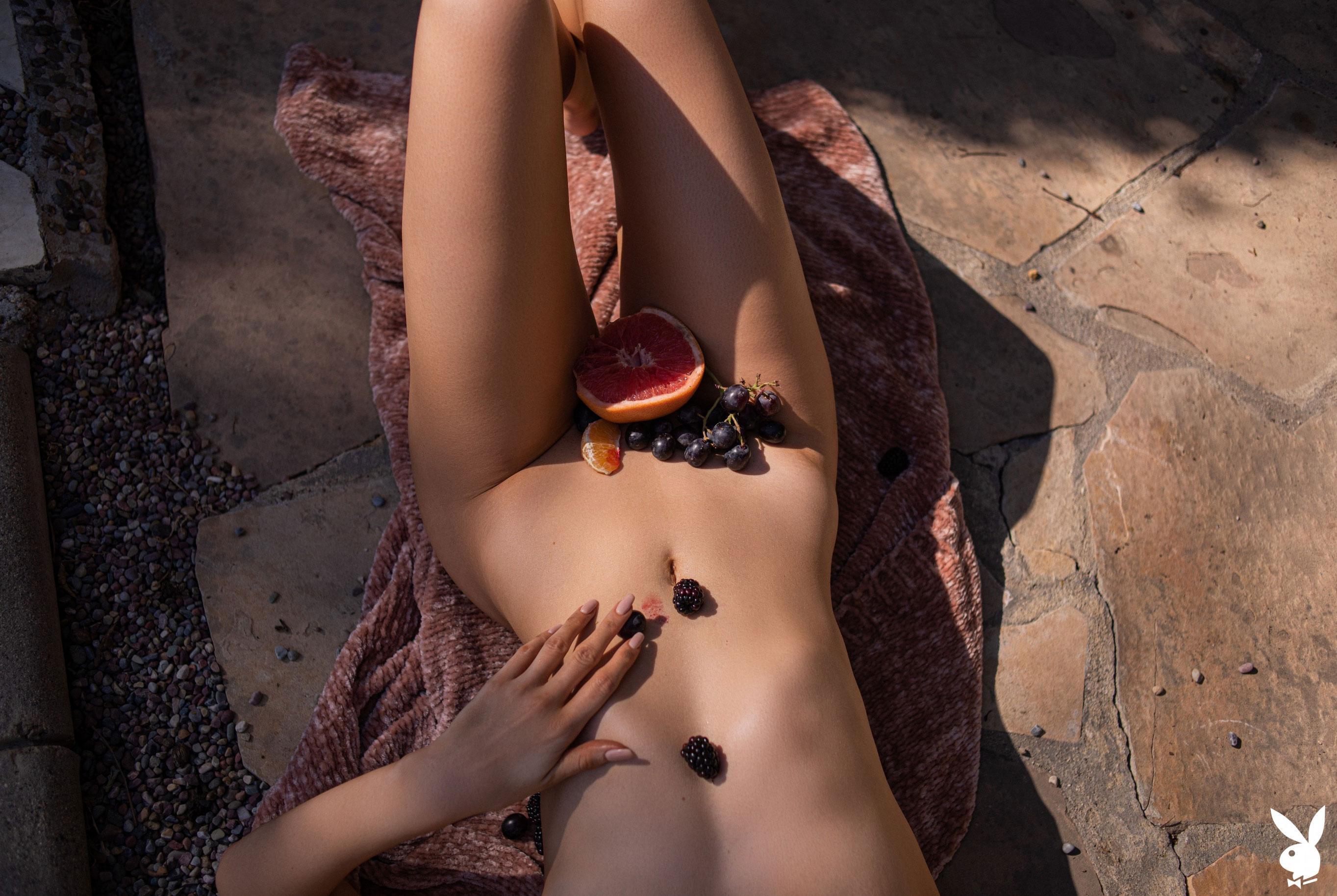 Томительный летний день с сексуальной Эмили Энн Миллер / фото 23