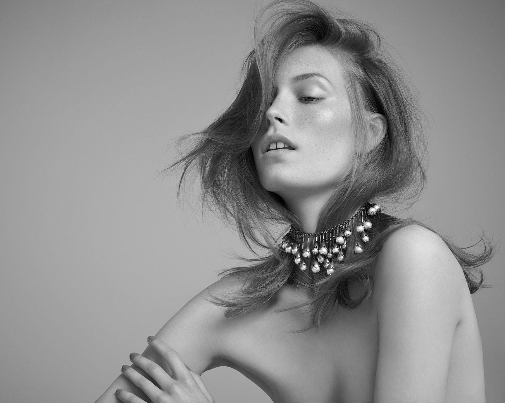 BVLGARI juwelery / Caroline Lossberg by Andreas Ortner - Harpers Bazaar Czech november 2017