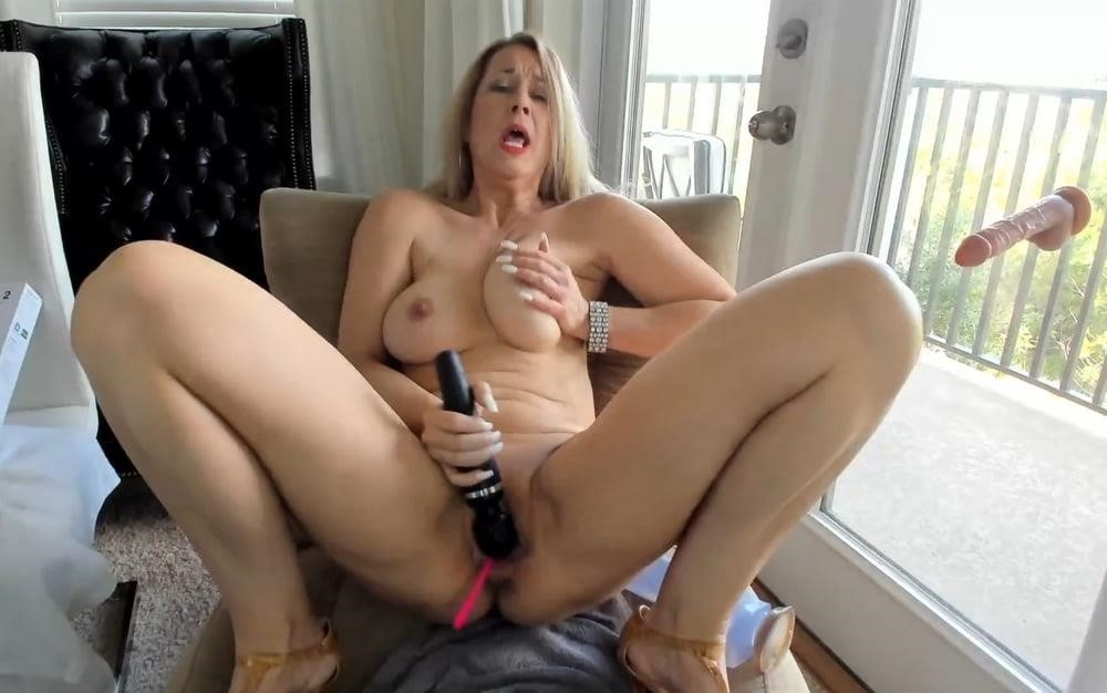 Cunnilingus with vibrator-2653