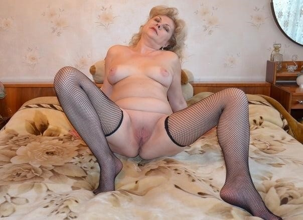 Nude mature at home-7447
