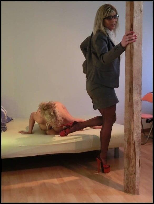 Woman foot slave-4361