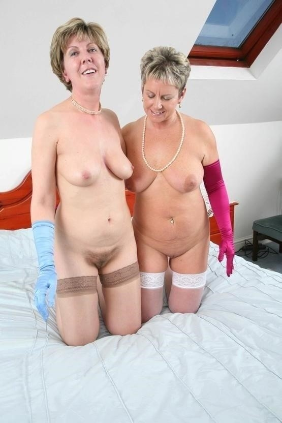 Nude mature lesbians-9084