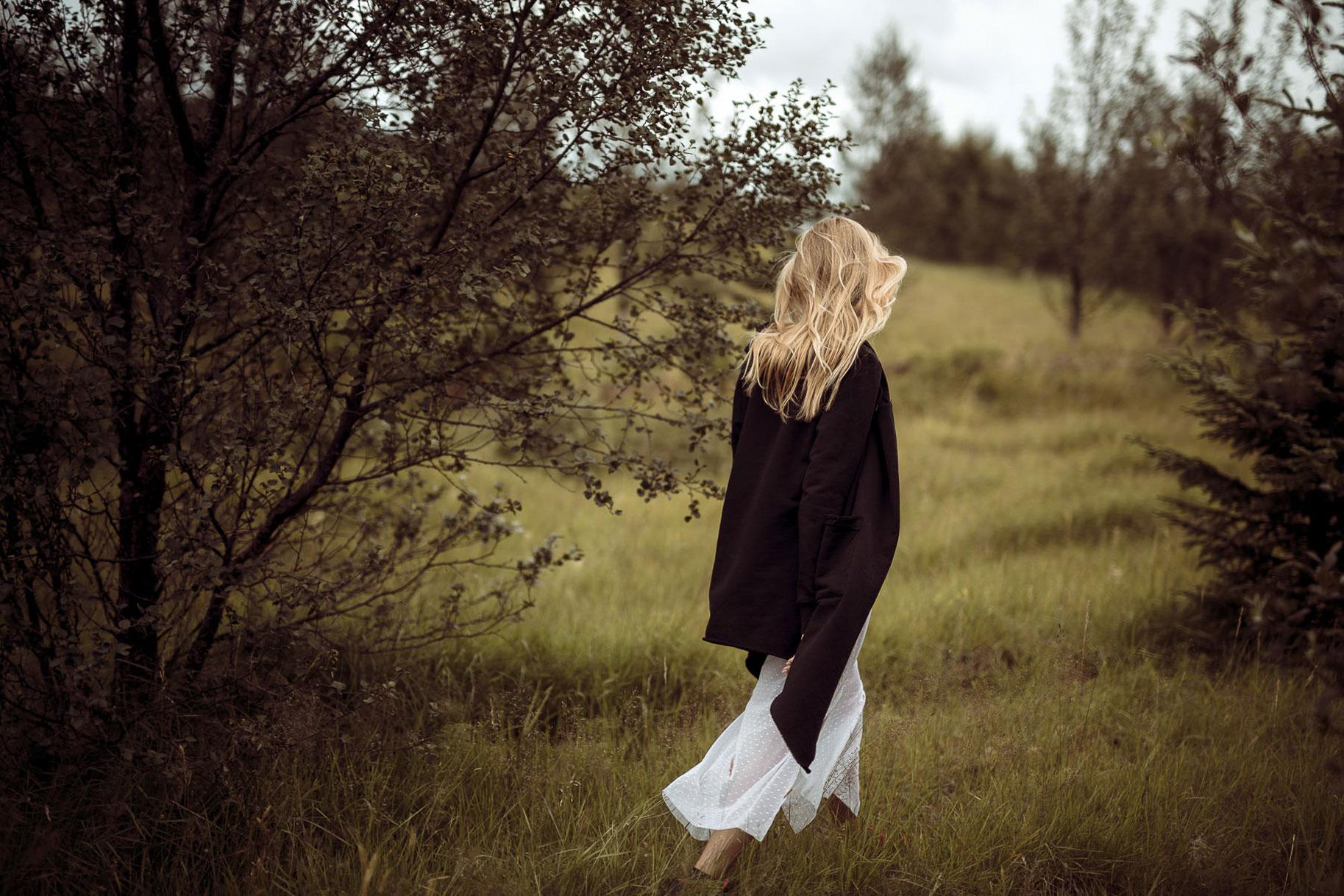 Яна Нагорняк гуляет по лесам и полям Исландии / фото 12