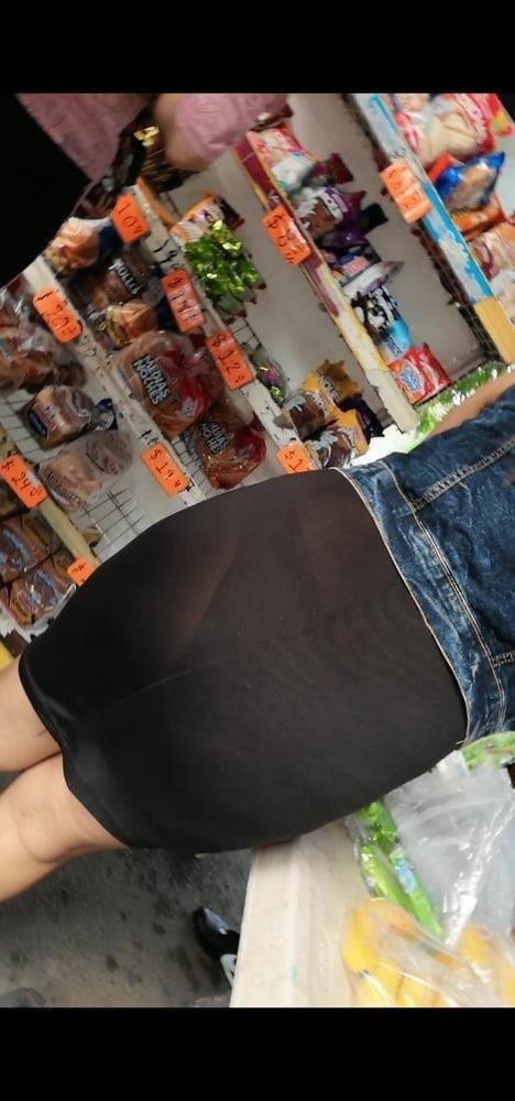 Public big booty-7093