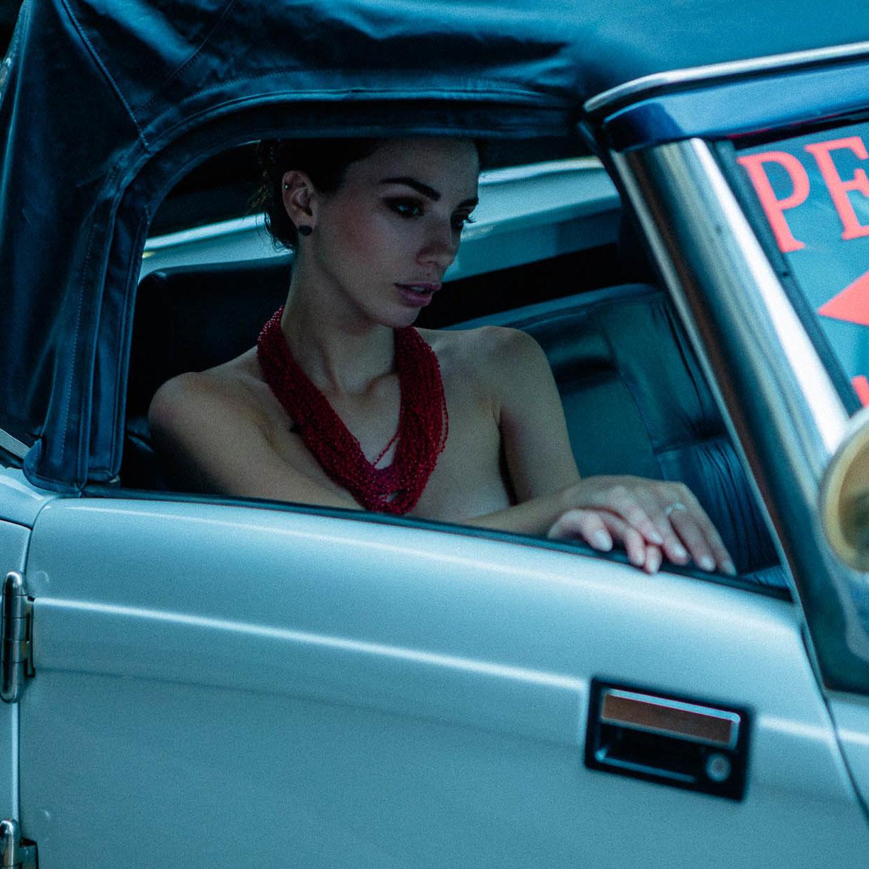 Голая автомобилистка на Арбате / Кристина Крестовски / фото 07