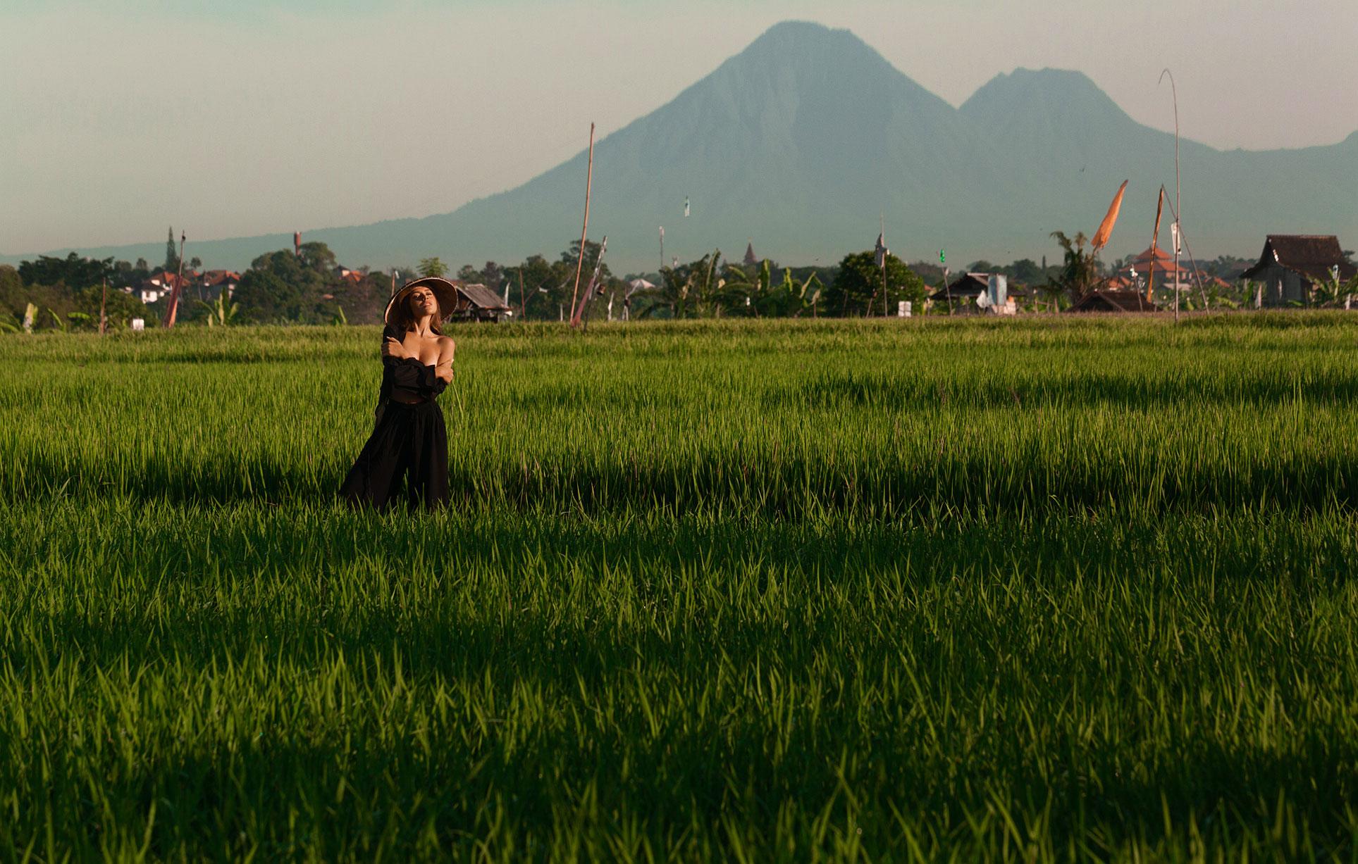 Ксения Мио во вьетнамском поле, фотограф Светлана Никонова / фото 01