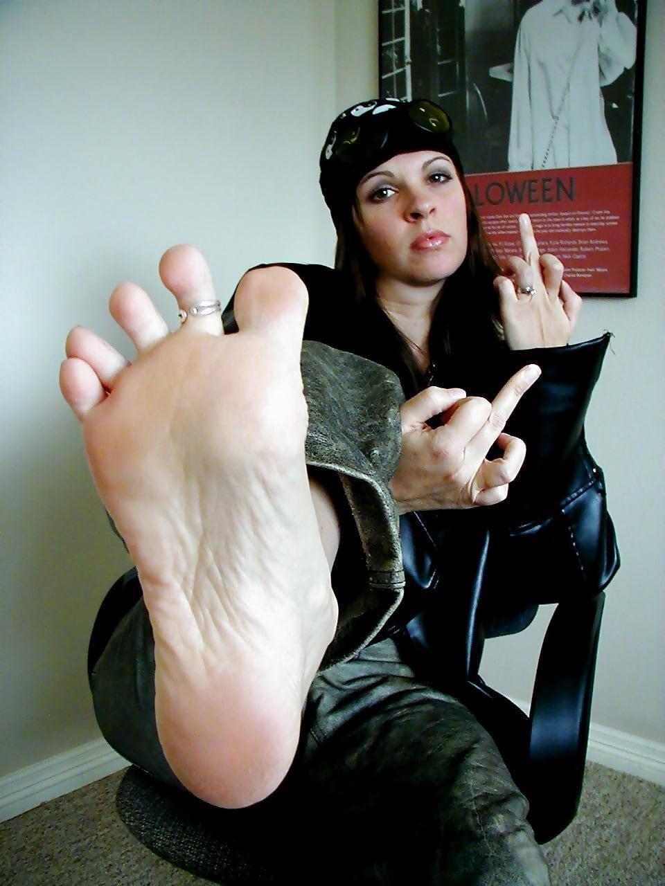Worship my sweaty feet-7233