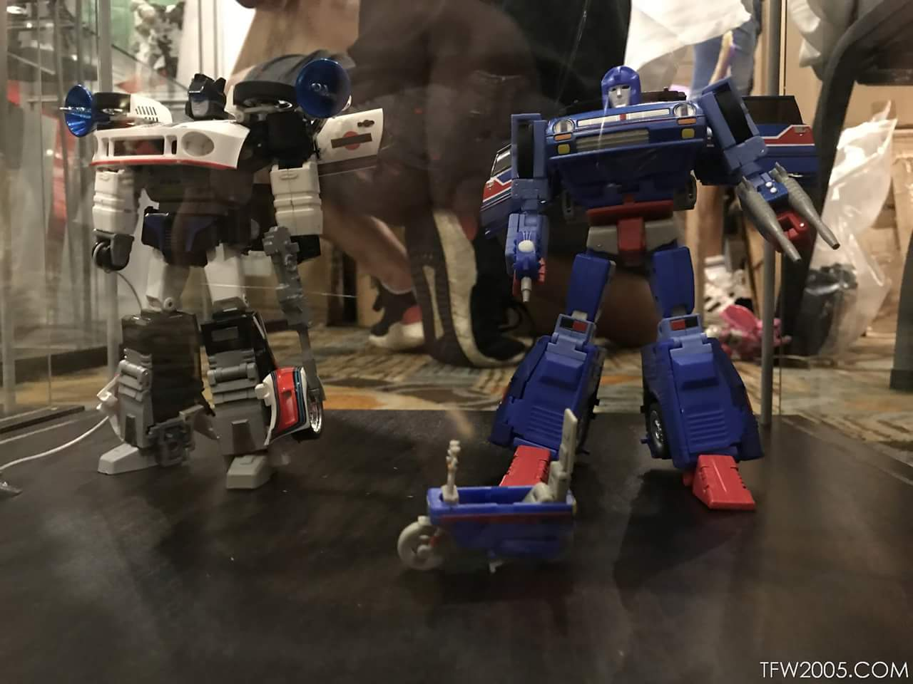 [X-Transbots] Produit Tiers - Jouet MX-XVII Savant (aka Skids/Platon) + MX-17H Herald (aka Crosscut/Transversal) + MX-17T Taiho (Hommage YUA) DyRzaImj_o