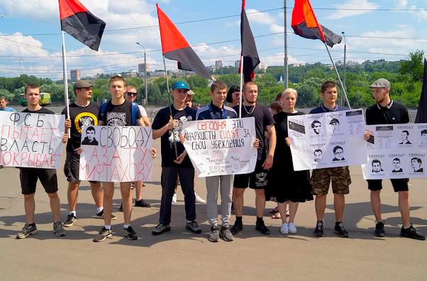 Плакаты в поддержку Мифтахова и фигурантов дела Сети