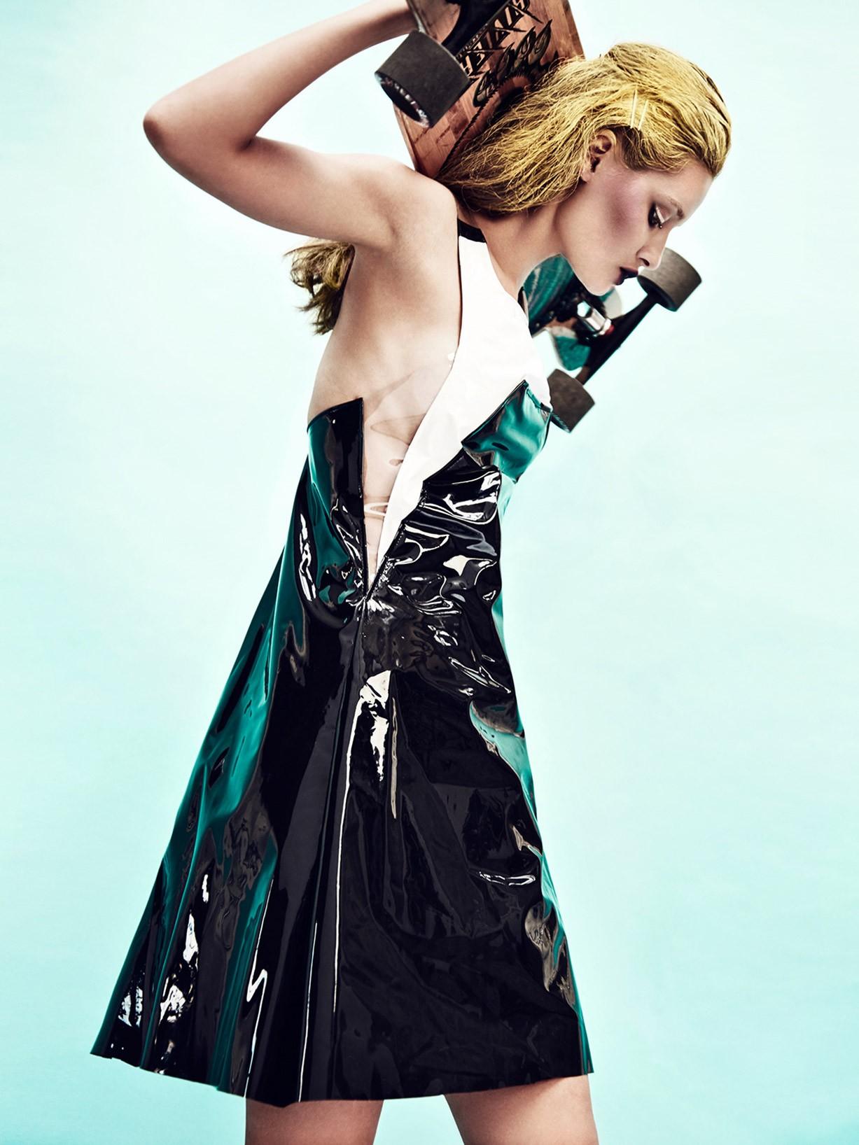 Лиза Сотникова в мире пластиковых душ / Liza Sotnikova by Evgeniy Kuznetsov - The Superior Magazine july 2015
