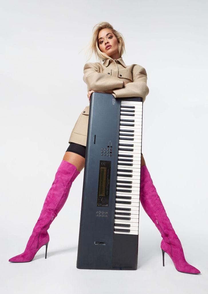 Рита Ора в обуви модного бренда ShoeDazzle, сезон 2020 / фото 14