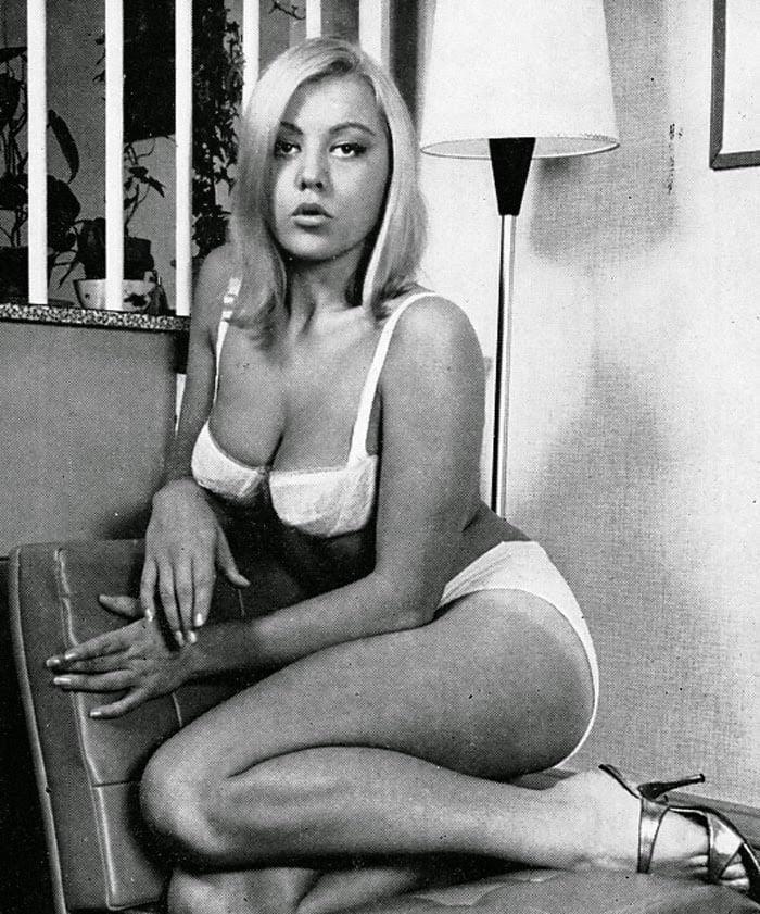 Big boobs model photo-5385