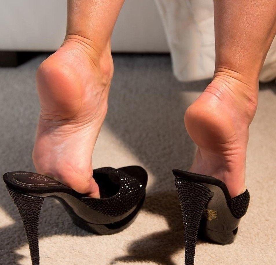 Sexy women feet porn-8819