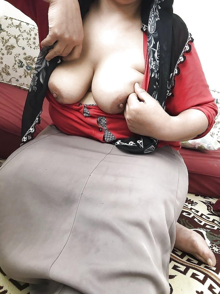 Arab foot slave-9166