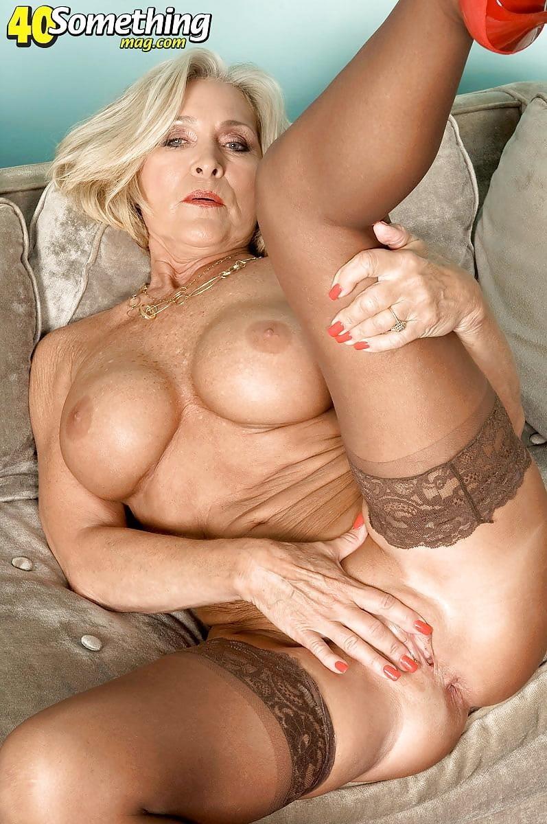 Beautiful naked mature men-9843