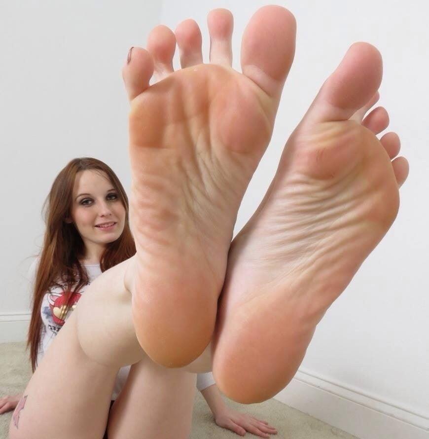 Beautiful feet babes-3046