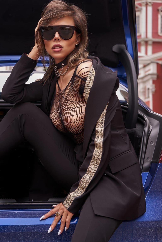 Сексуальная Любовь Калиш на шикарной машине осматривает достопримечательности / фото 05