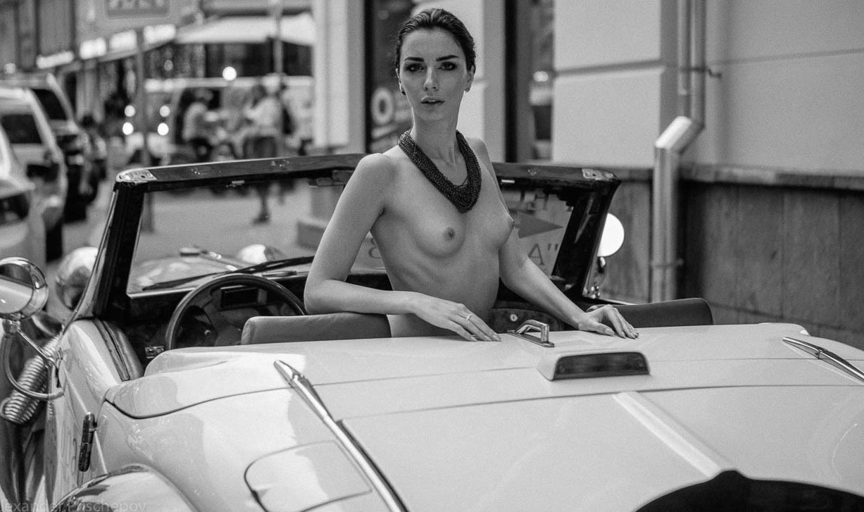 Голая автомобилистка на Арбате / Кристина Крестовски / фото 13
