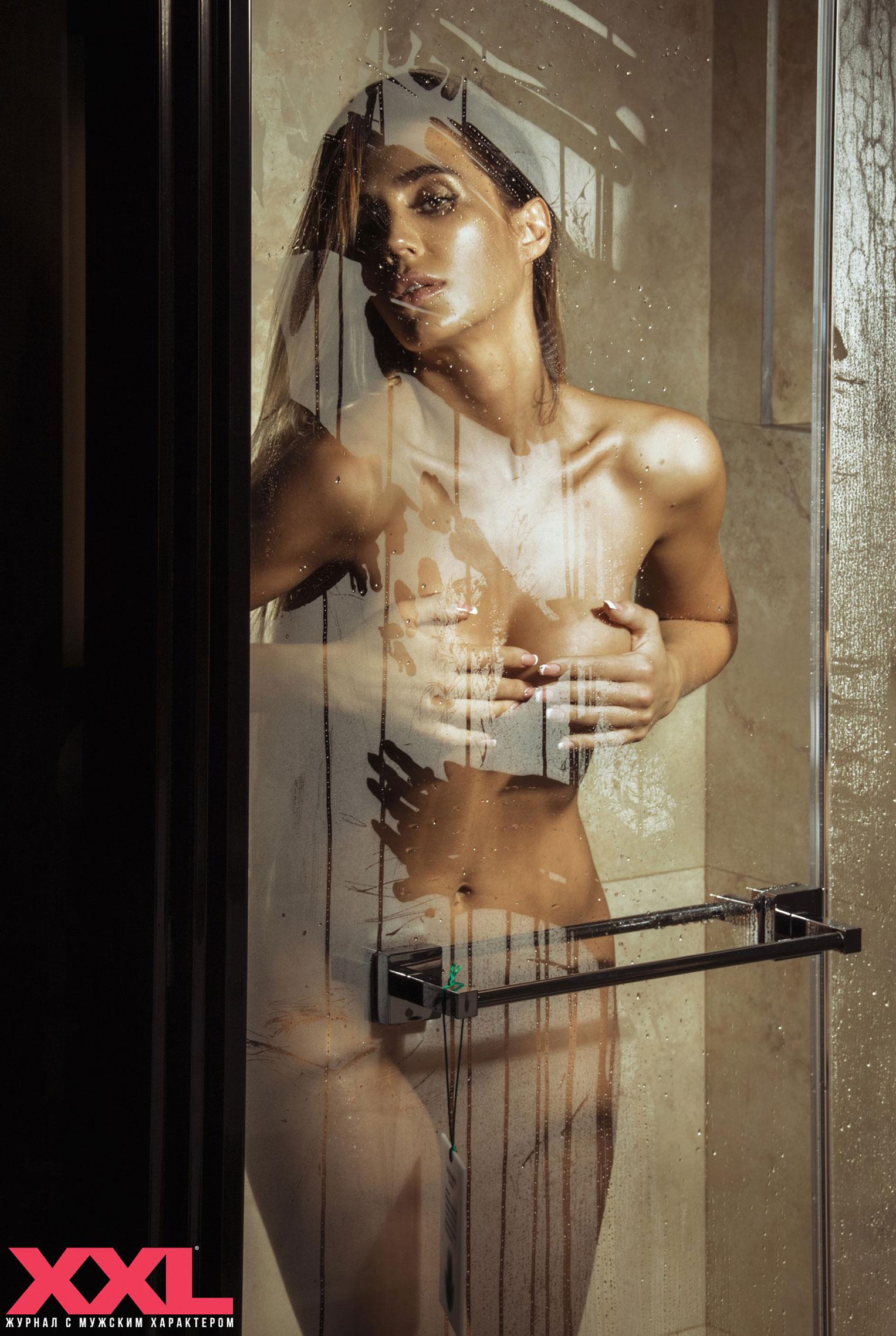 Актриса, модель и телеведущая Эмма Ди голая в мужском журнале XXL / фото 14