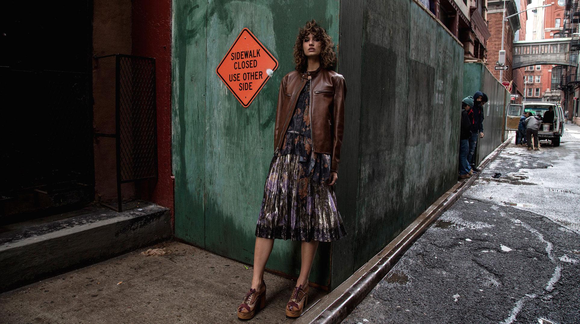 Наступление зимы на улицах Нью-Йорка / модель Роберта Пекораро / фото 01