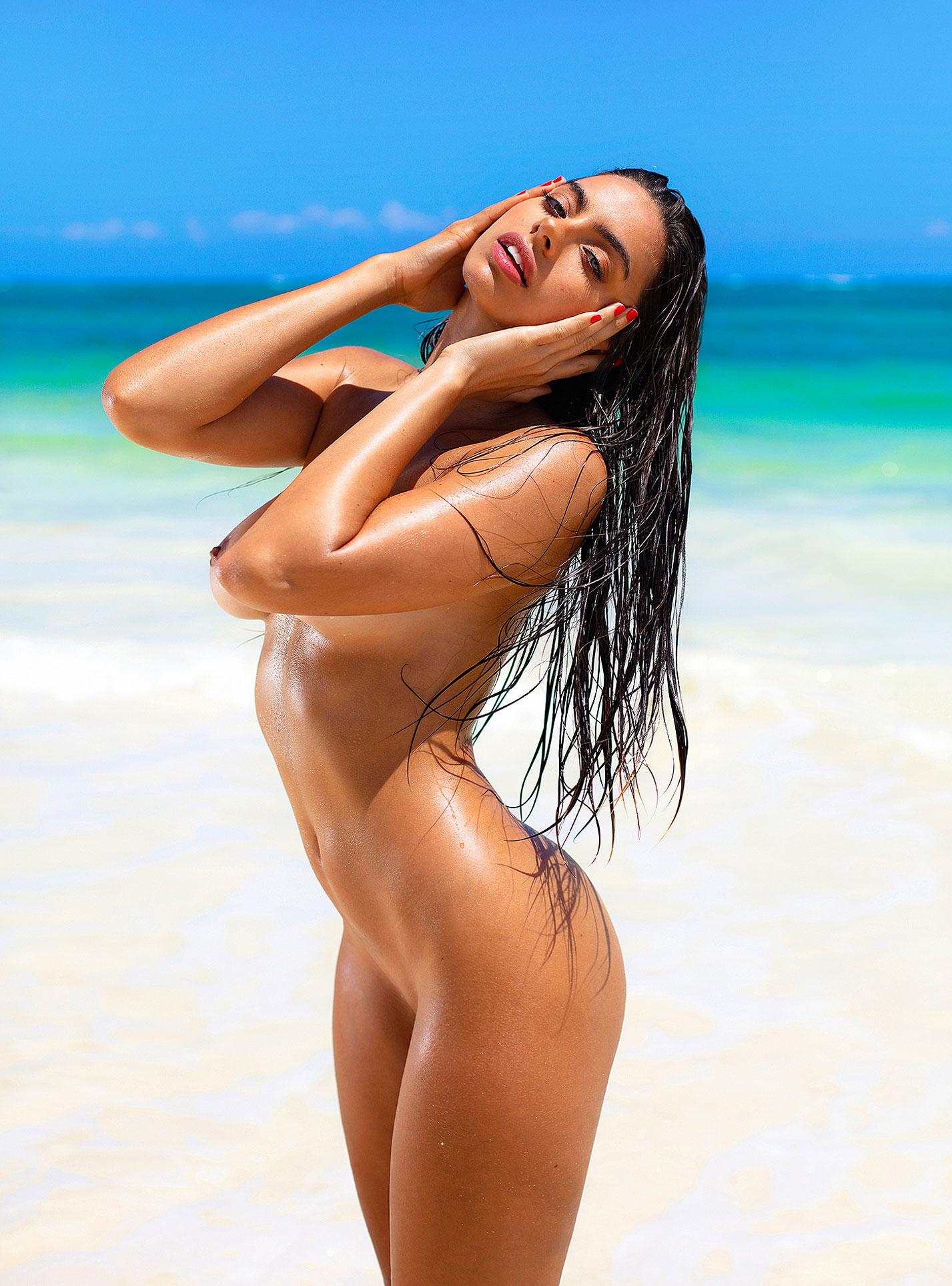Голая пуэрториканка Присцилла Хаггинс на пляже Тулума / фото 03