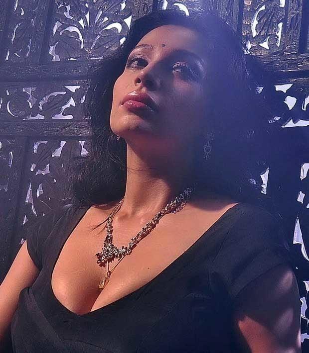 Asha saini hot kiss-1148