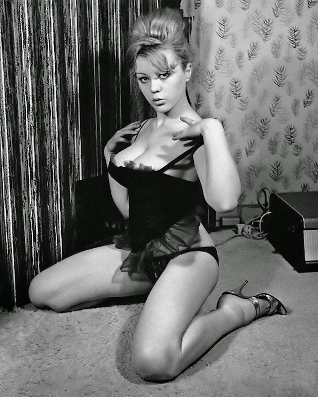 Big boobs model photo-5589