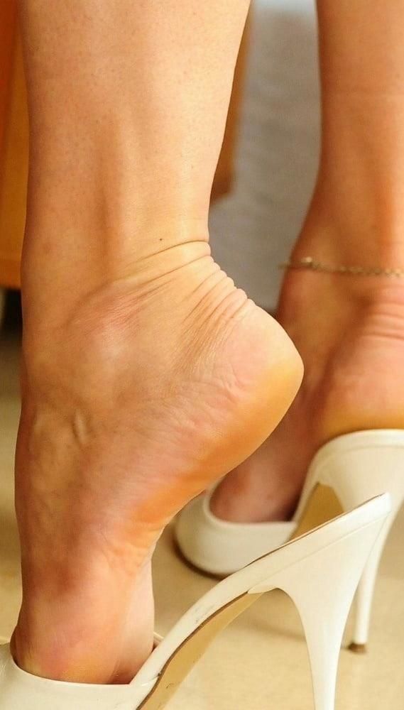 Sexy women feet porn-5370