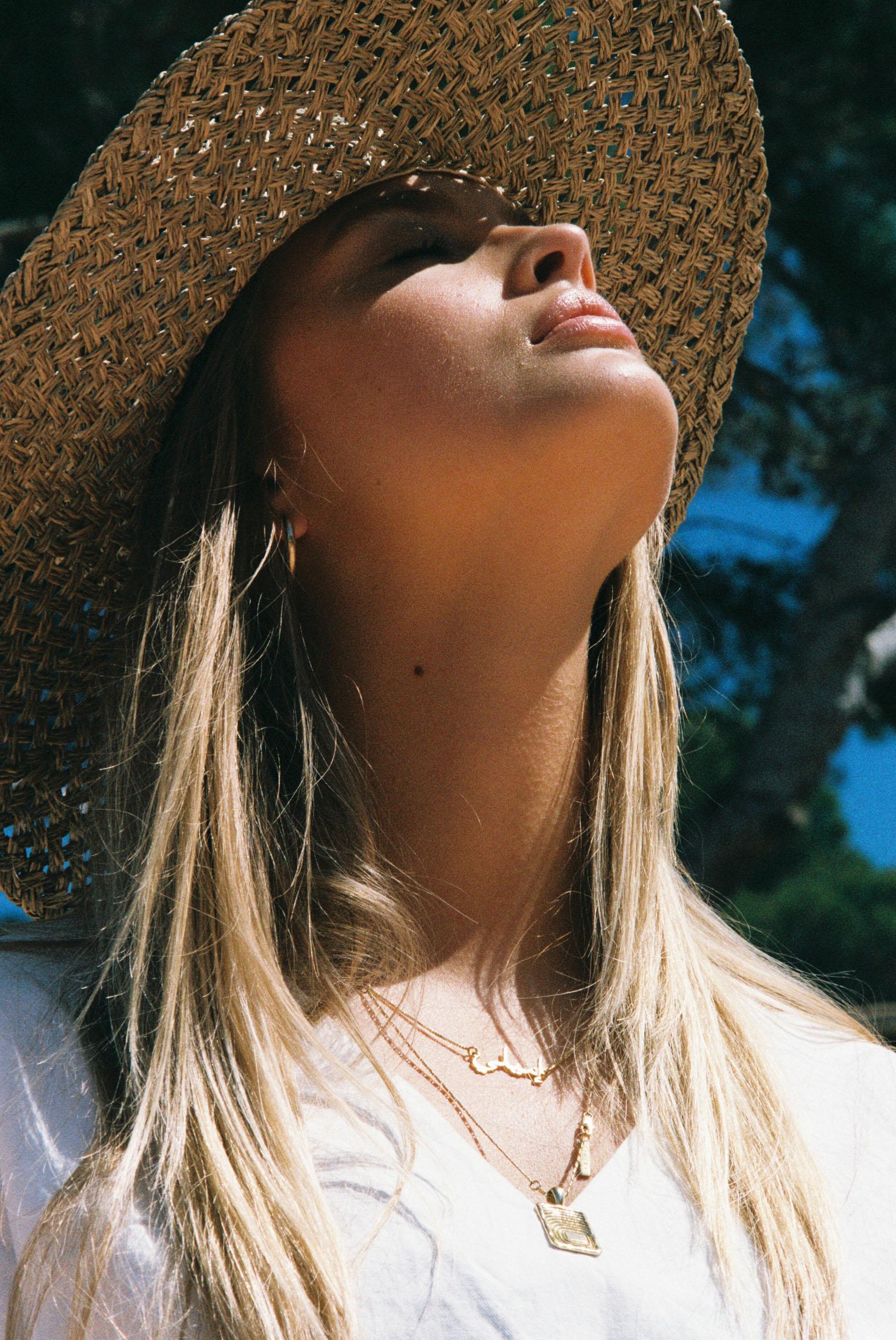 Бритни ван дер Стин в пляжной одежде модного бренда Rada Bryant, весна-лето 2020 / фото 11