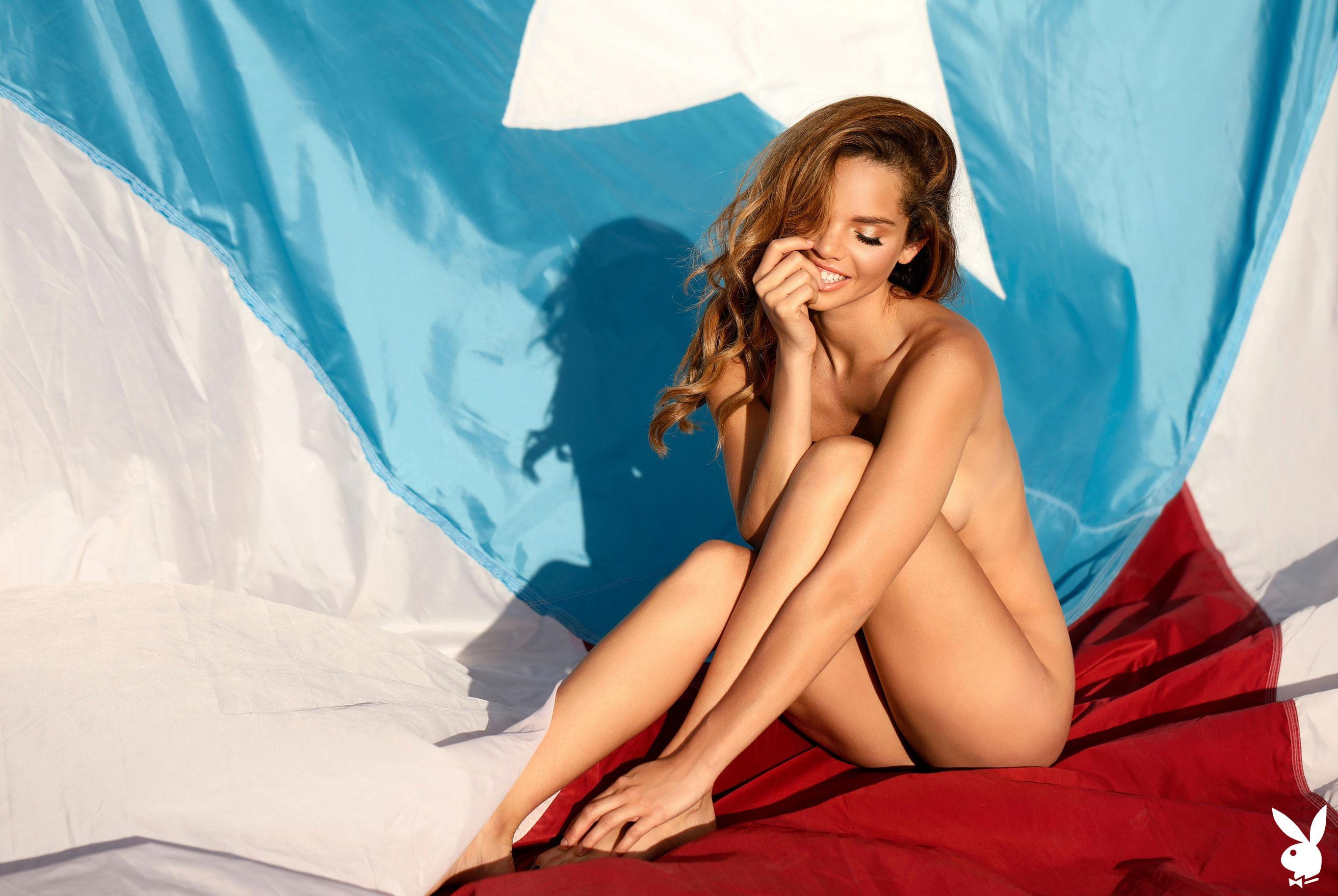 Мисс Июнь 2019 американского Playboy Йоли Лара / фото 41