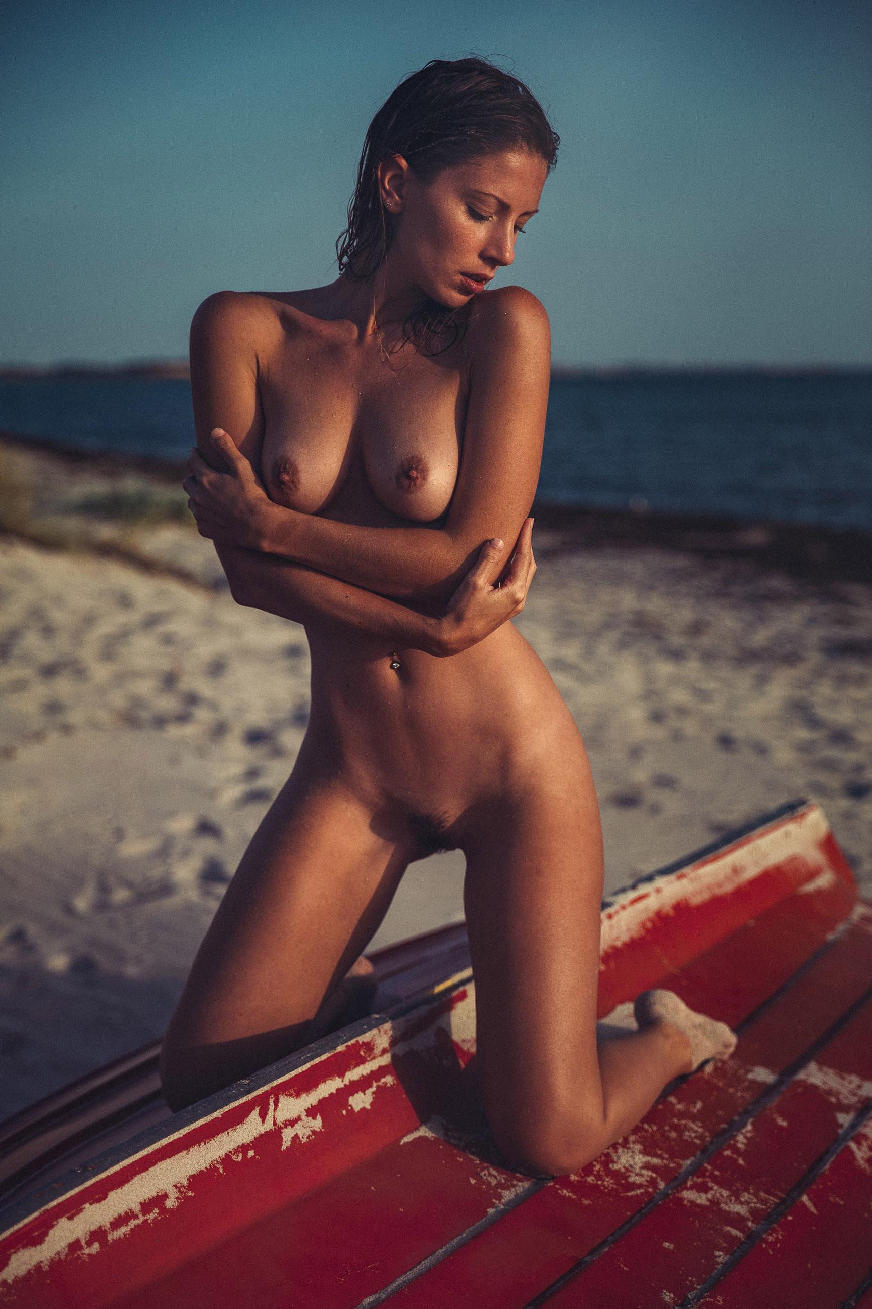 Отпуск на море с сексуальной Miluniel / photo by Thomas Agatz - Yume Magazine