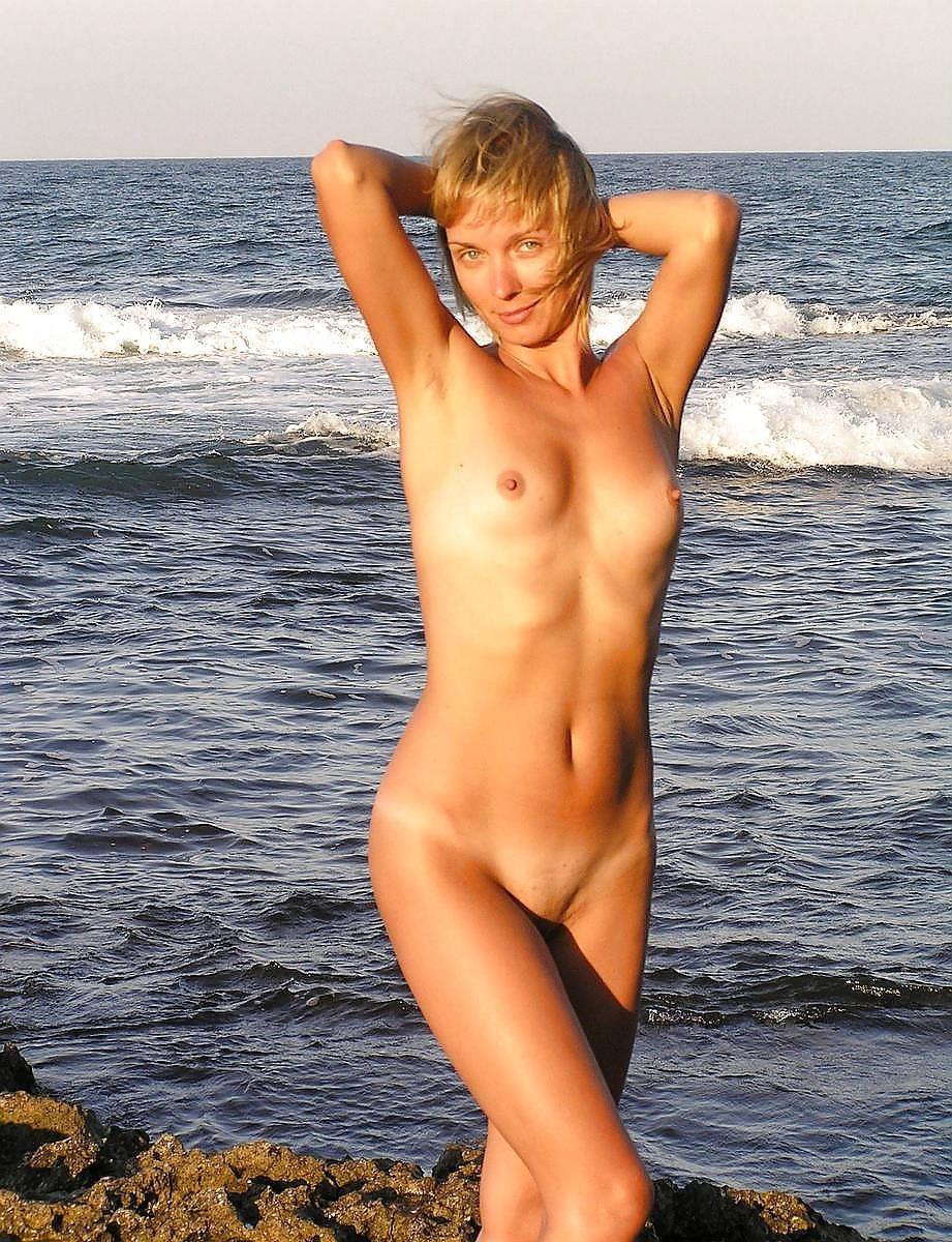 Short hair mature nude-2537