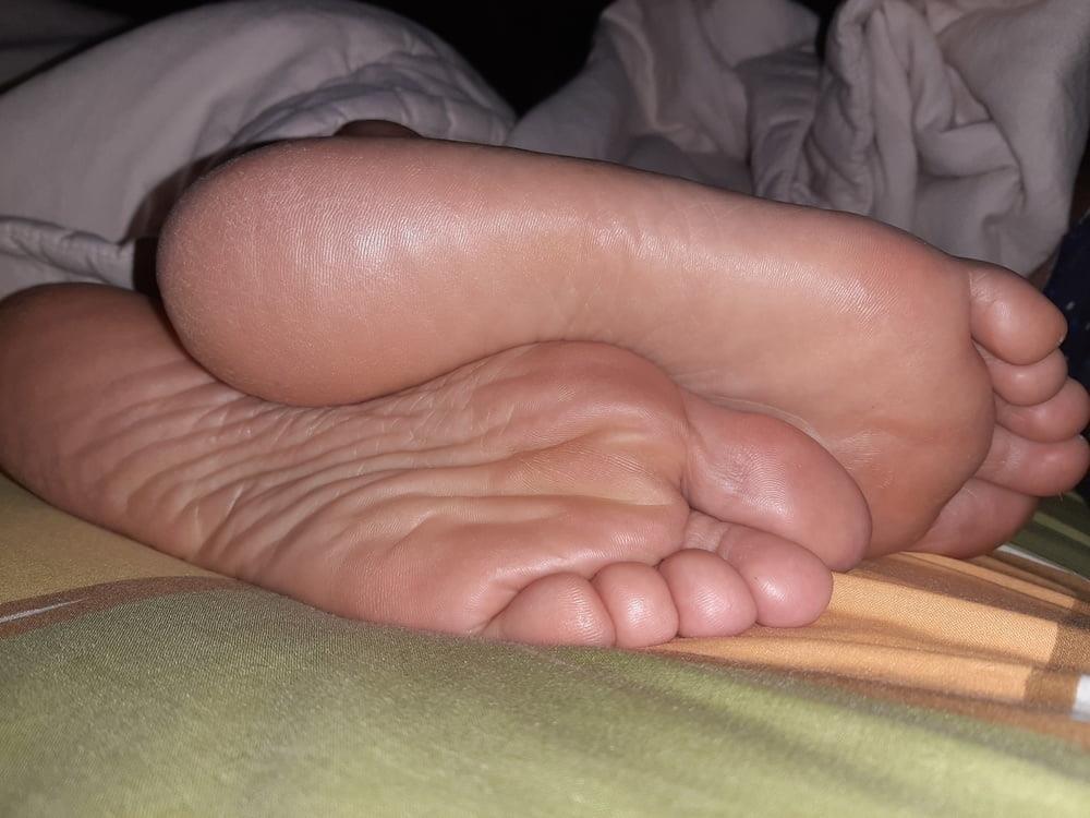 Milf bare soles-3909