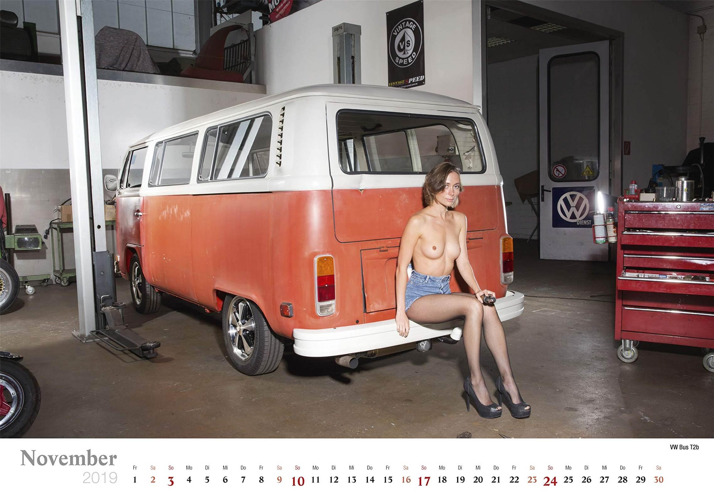 Сексуальные девушки ремонтируют автомобили / VW Bus T2b / Schraubertraume / 2019 erotic calendar by Frank Lutzeback
