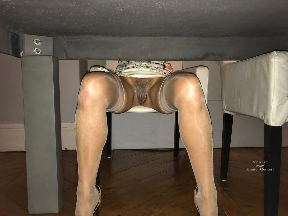 Cunnilingus under skirt-8305