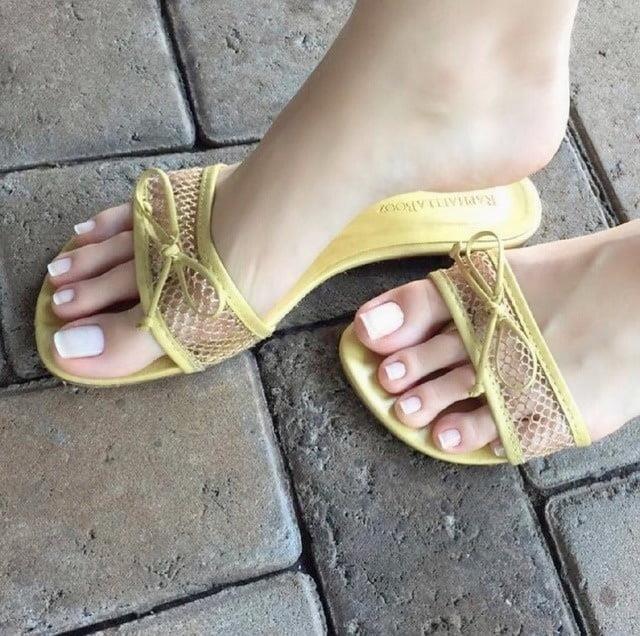 Mom foot fetish-5318