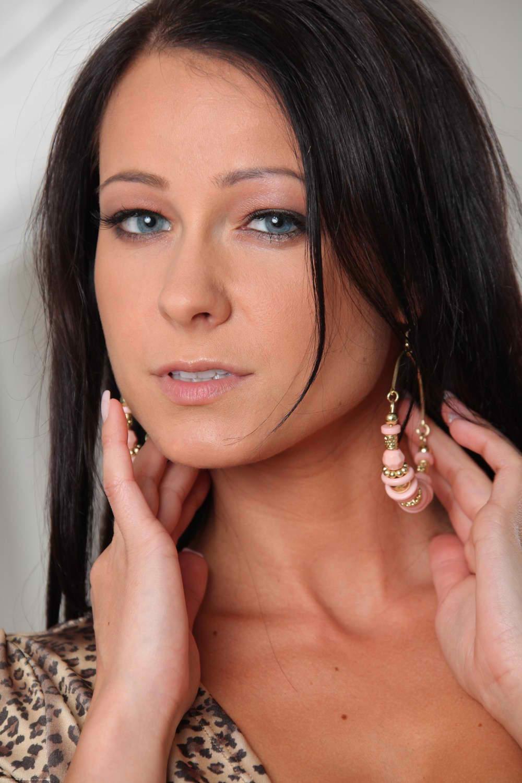 Melisa Mendiny usa vestido suelto sin ropa interior