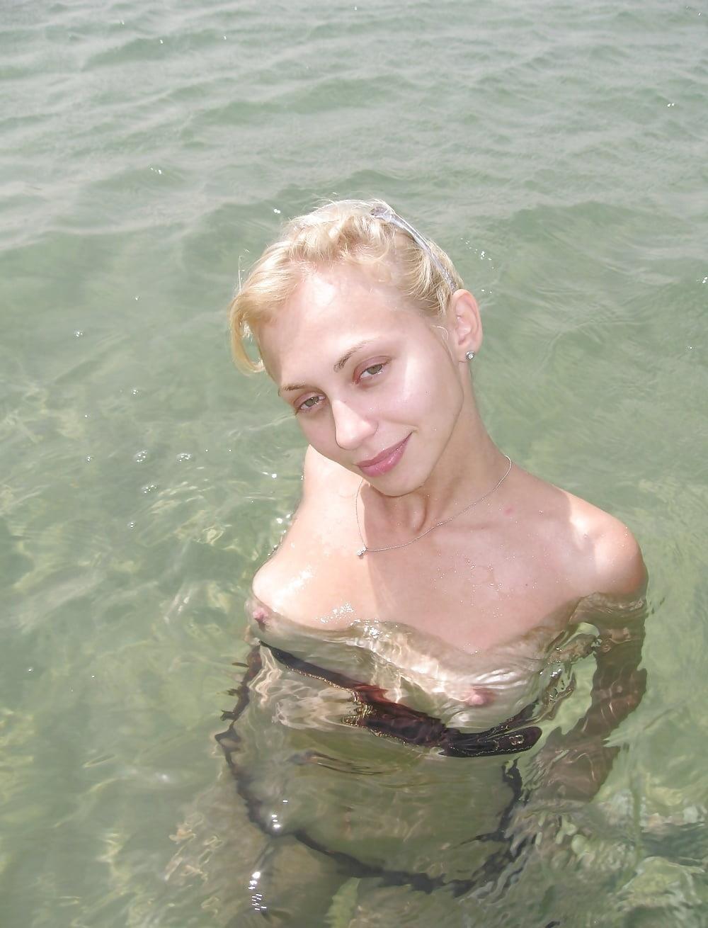 Nude amateur lesbians-9073