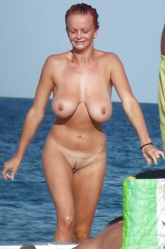 Natural tits on the beach-3259