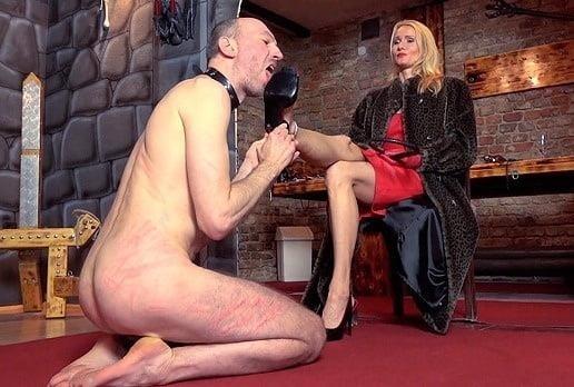 Victoria feet slave-8029