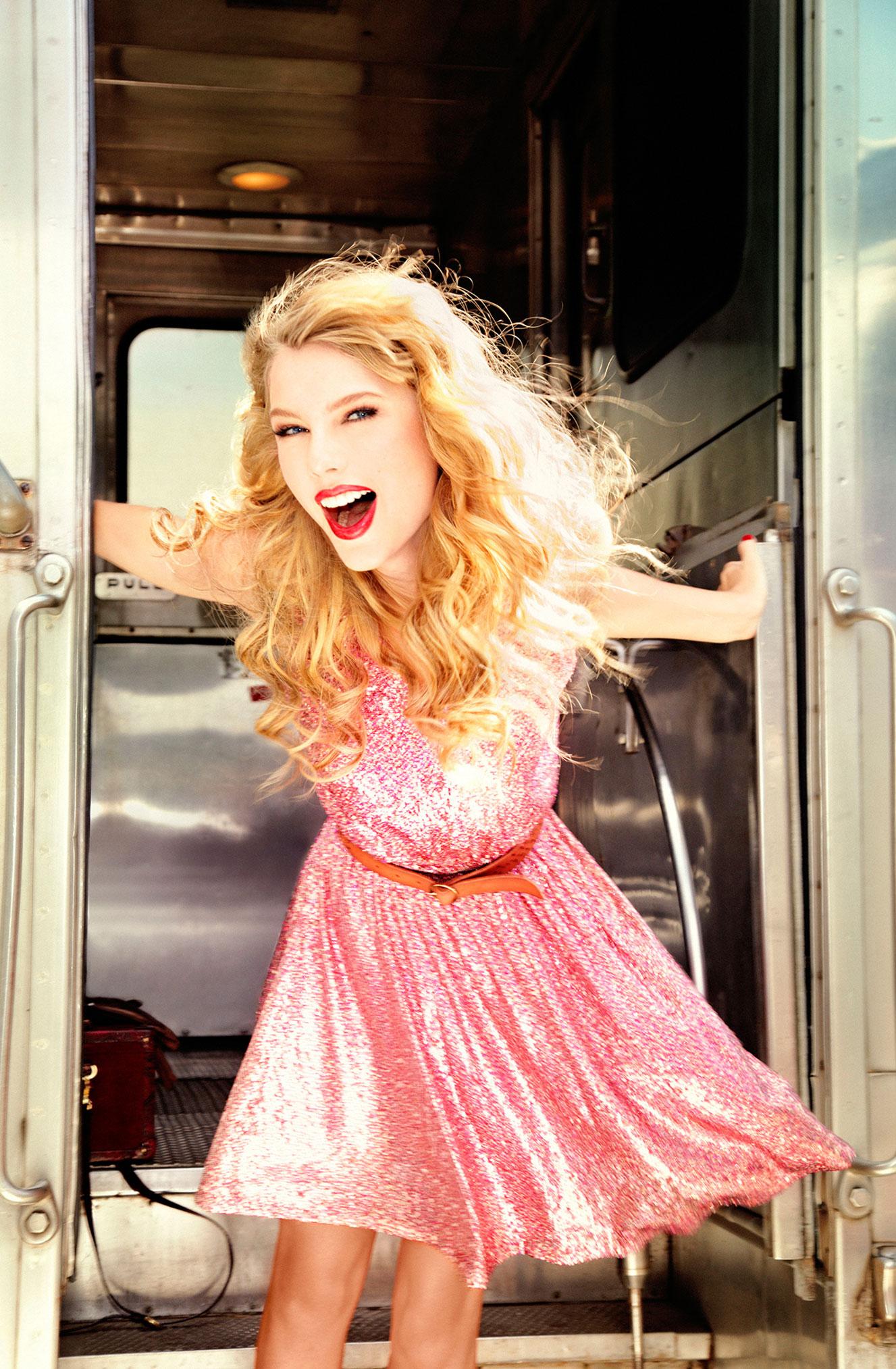 Тейлор Свифт отправляется в путешествие на поезде / фото 10