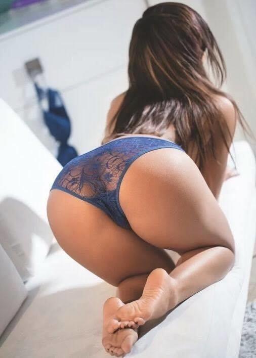 Sexy girl kissing sexy girl-6701