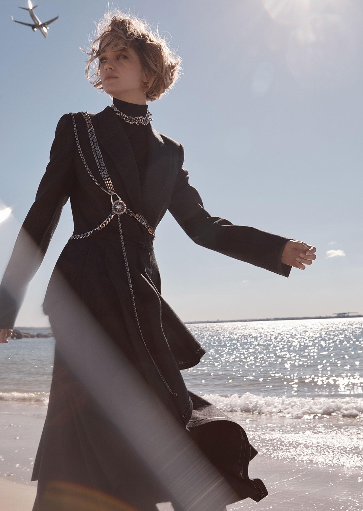 Девушка едет к холодному морю / фото 14