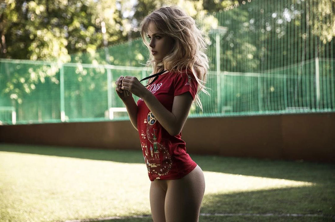 Сексуальная футбольная болельщица Александа Смелова / Alexandra Smelova - hot football fan