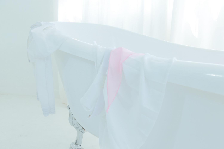 zkslVq5J o - 浴缸里的白色水手服